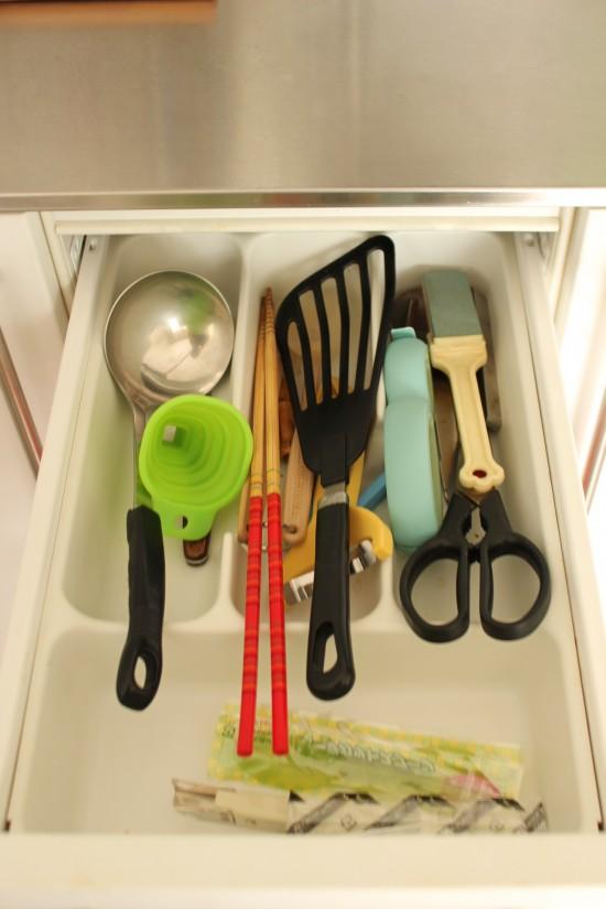 「すべて見える化」が鍵。シニアのためのキッチン収納
