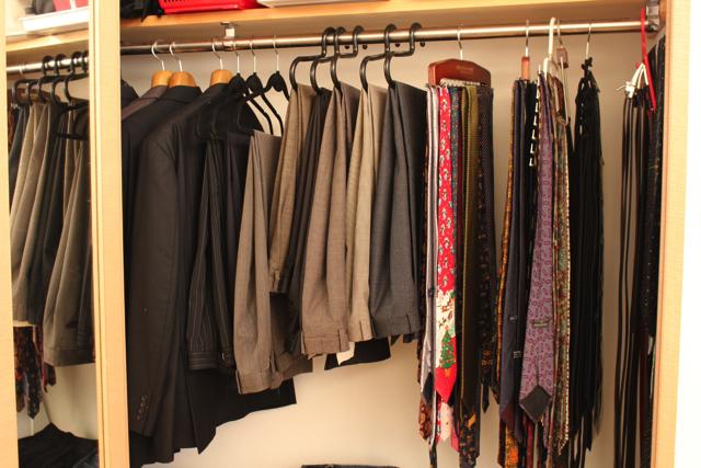 動きに合わせて洋服をピックアップしていく「分散型収納」