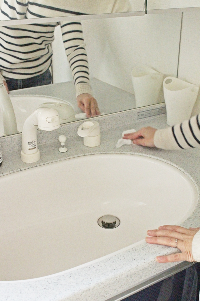 洗面所の髪の毛対策は、手を伸ばせばできる30秒掃除で!