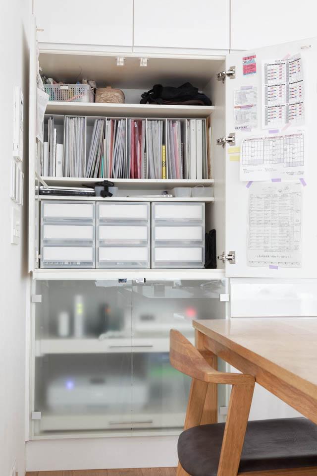 すっきりリビングの秘密は、収納スペースの抜群の収納力と配置にあり