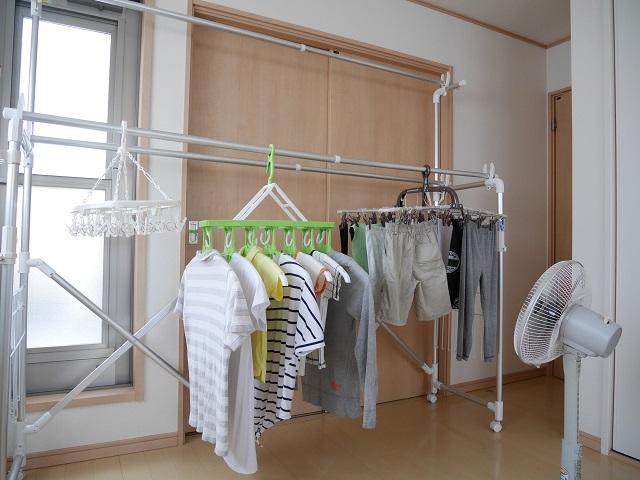 梅雨時の洗濯~気になる部屋干しの臭い対策。すぐにできる2つのこと