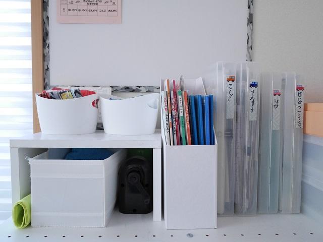 勉強机なしのリビング学習。毎日ラクに続けられる学用品の仕組みづくりとは?