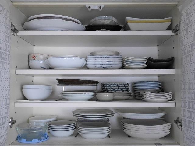 """使いやすいキッチンのキーワードは""""使用頻度""""。食器を使いやすく収納する3つの工夫"""