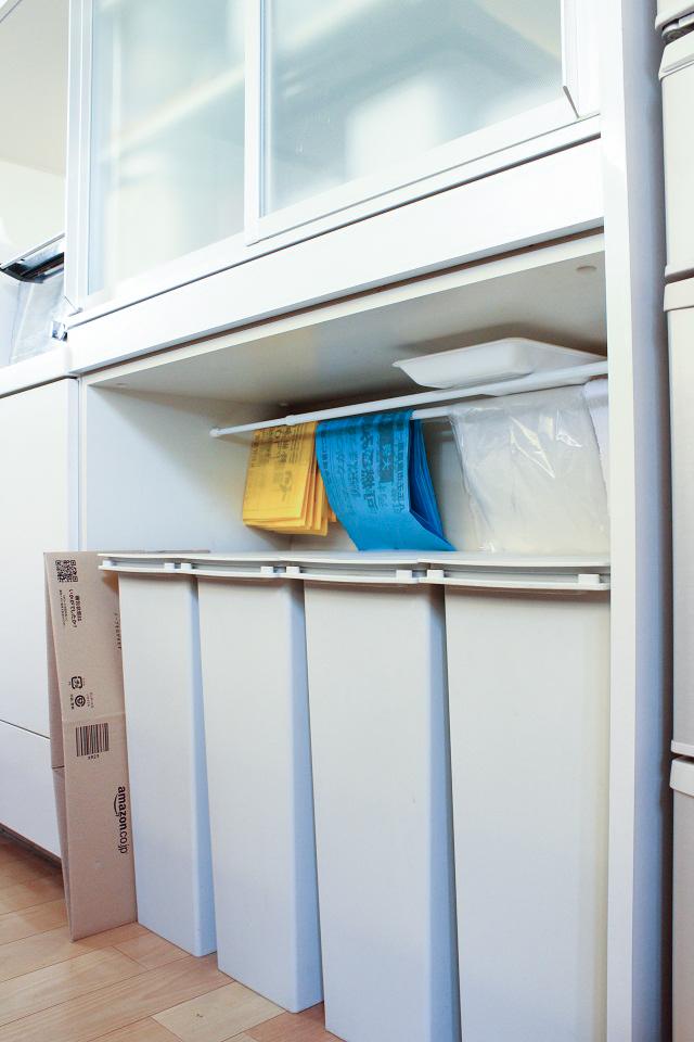 出すと邪魔、隠すと不便!どうする?キッチンのゴミ箱問題