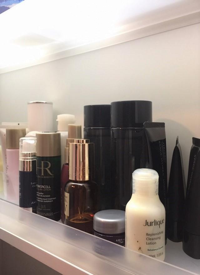 肌の乾燥は女性の敵! スピード潤い補給をかなえる基礎化粧品の洗面所収納