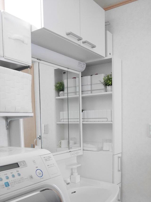 洗顔からメイク用品まですべて洗面所収納へ。小さな空間を家族みんなで快適に使う工夫とは?