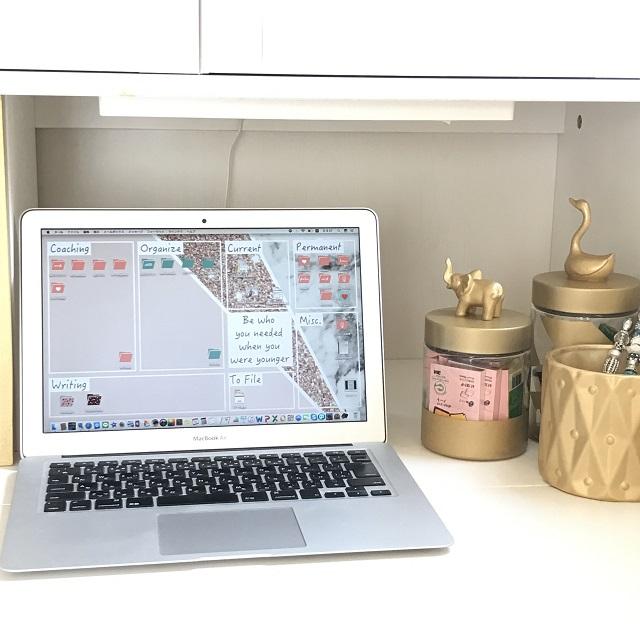 パソコンのデスクトップを片づけ‽! 作業効率も気分も上がるオリジナル壁紙の作り方