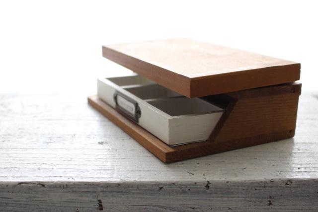 セリアの商品を組み合わせて作る、木製の「折りたたみ式レジスター」