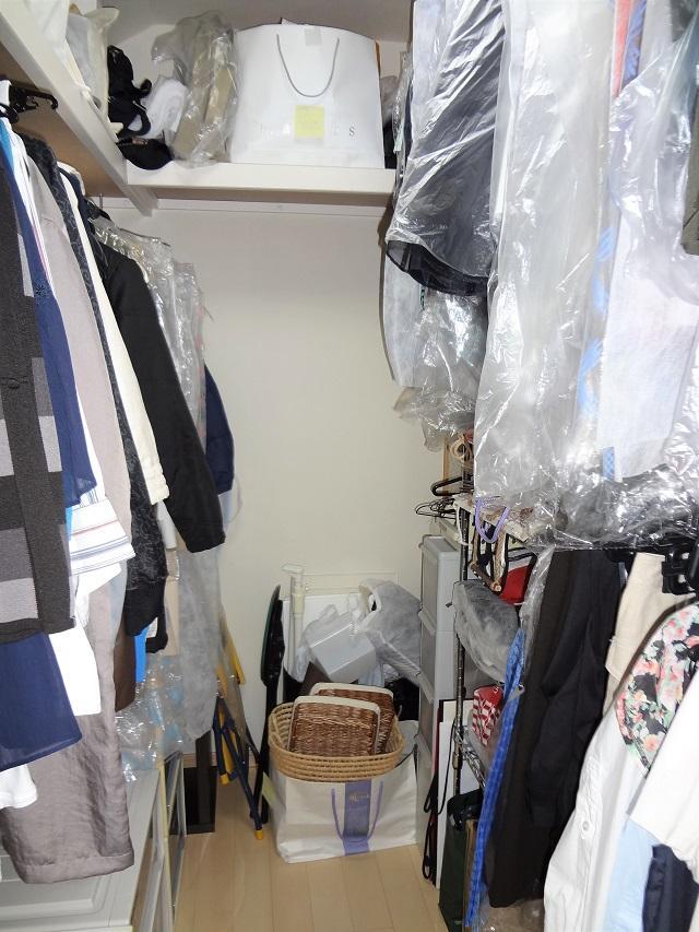"""【ウォークインクローゼット編】使いにくい洋服収納を""""管理できる一括収納""""の納戸へ"""