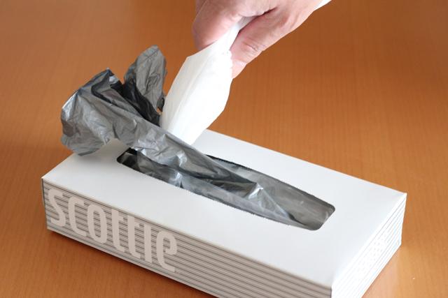 小さなビニール袋はボックスティシューの空き箱で簡単管理