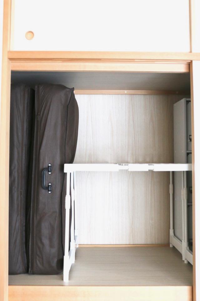 雪崩が起きる押入れの布団収納、「ニトリ」の押入れ整理棚で最小コストで解決しました!