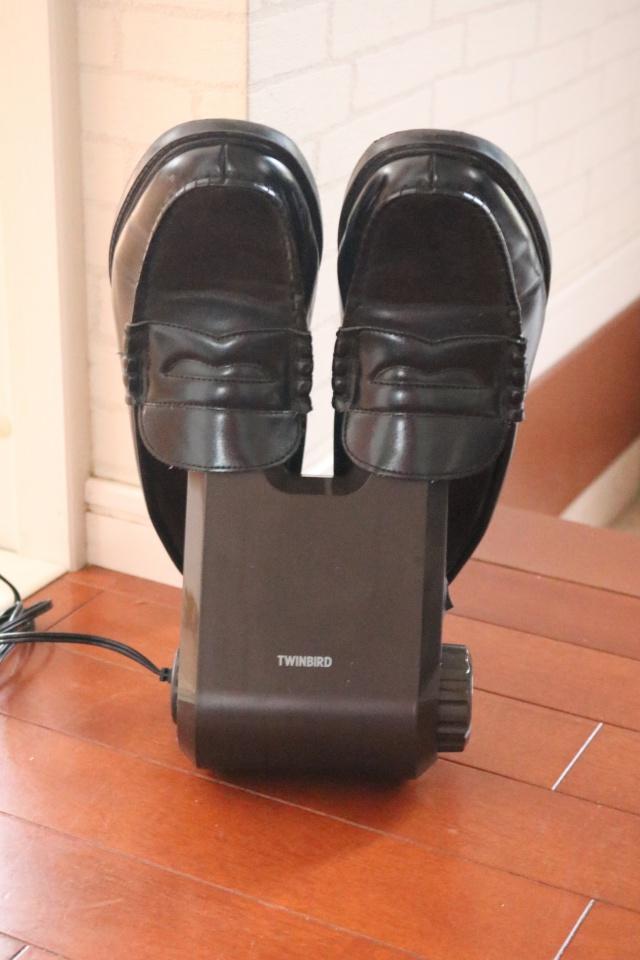 雨の日が続いても安心できる!温風で靴をスピーディーにカラリと乾燥「靴乾燥機」