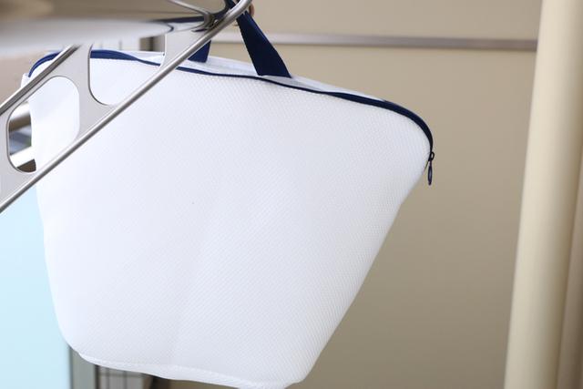 ランドリーバッグを使う派も使わない派もお悩みが一挙解決?! 「カインズ」のバスケットにもなる洗濯ネットがすごい!