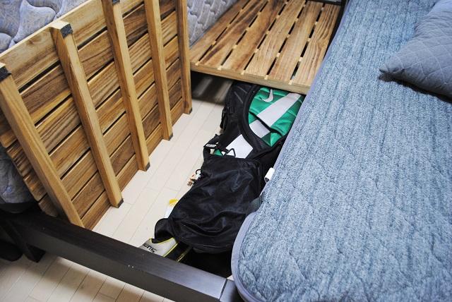"""""""もう使わないけれど捨てられない""""ゴルフバッグはベッド下へ! 家庭内の平和的解決法、見つけました"""