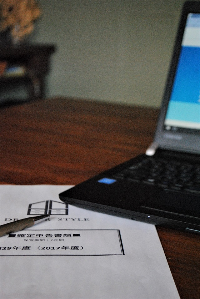 【フリーランスの経理書類保管】こまかいことは一切なし!1年1ケースのざっくり保管