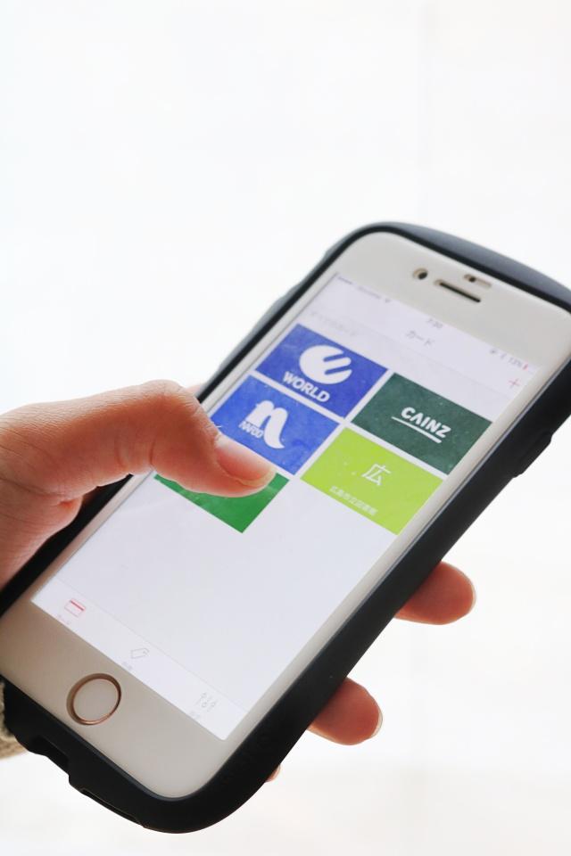 アプリで解決!!「場所いらず、忘れない、ポイント貯まる」、ポイントカードの持ち方