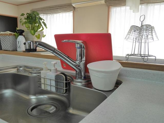 時短につながるキッチンを目指して選んだ、自分に合うまな板と収納方法とは?