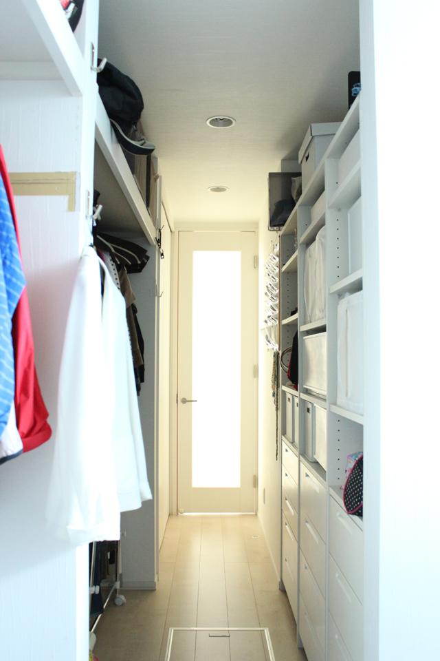 『集中収納』が管理しやすさの秘訣。洋服は家族全員分をクローゼットに