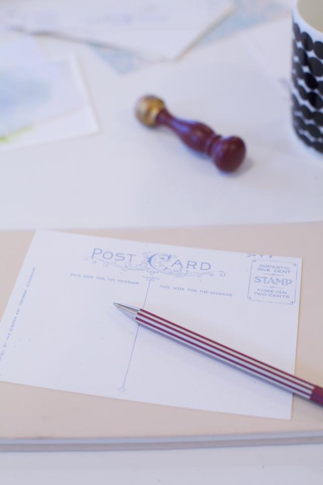おうちの中で眠っているポストカードやレターセット。定期的に見直して、活用しませんか?