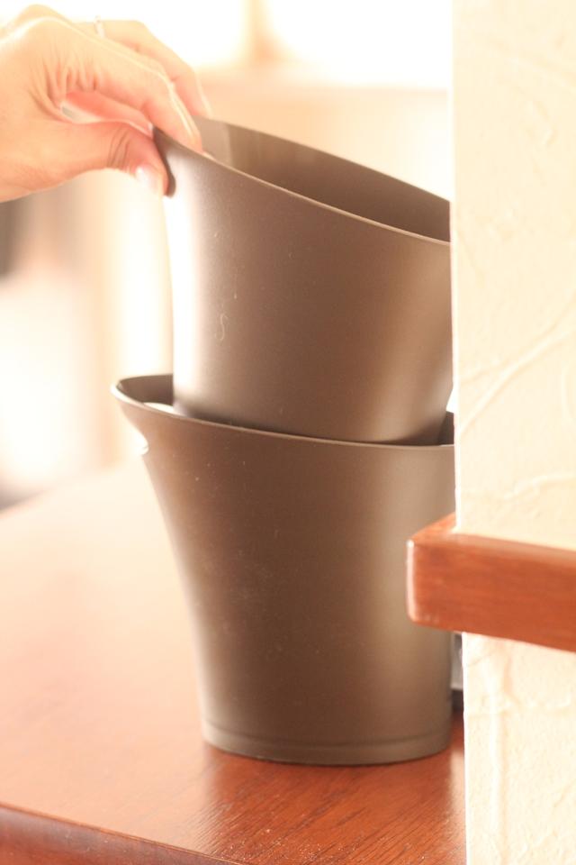 """「ゴミ箱まで運ぶのが面倒」で放置しがちなゴミは、""""銭湯の桶""""方式の持ち運びゴミ箱で解決!!"""
