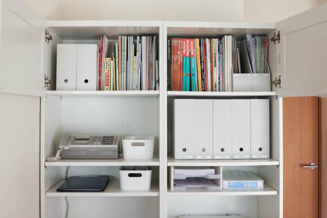 IKEAの家具で作ったコックピットみたいなスモールオフィス