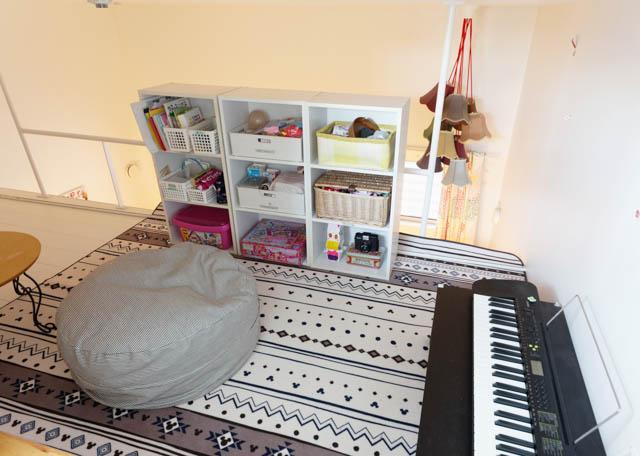 大きな収納家具がなくてもスッキリなリビングルームのワケ