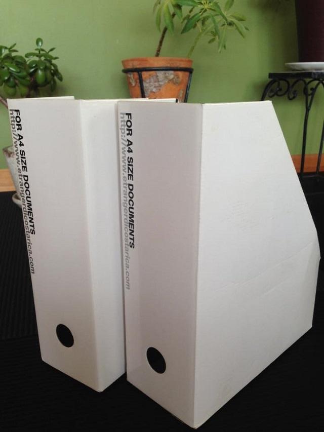 ファイルボックスがキッチンで大活躍 斜めカット部分が使い勝手のポイント