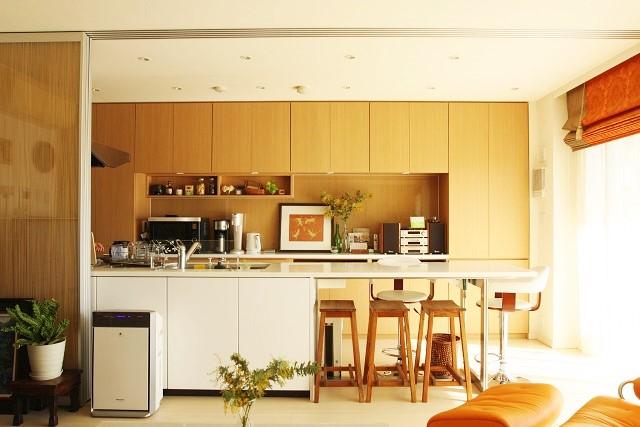 """""""すっきり見えるキッチン""""は、ものを扉の中に収めなくても作れます"""