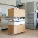 解決! 丸見えキッチンの生活感は、「無印良品」の棚でゆるやかに仕切る