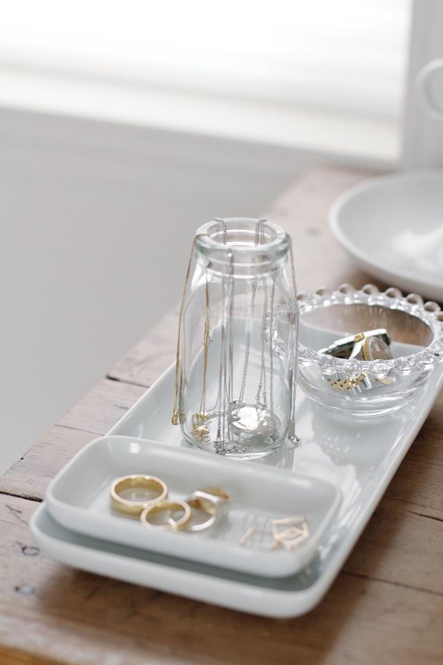 絡みやすいネックレス収納の悩みは、超ズボラなグラス収納で簡単に