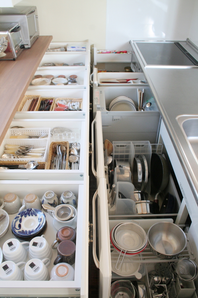「これだ!」と、一度決めた食器の収納方法。生活の変化に応じて「変える勇気」を持つと「使う楽しさ」もアップします