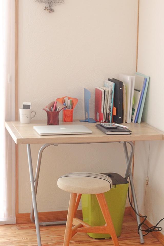 ニトリの折りたたみ机を使った「ワークスペース」の作り方