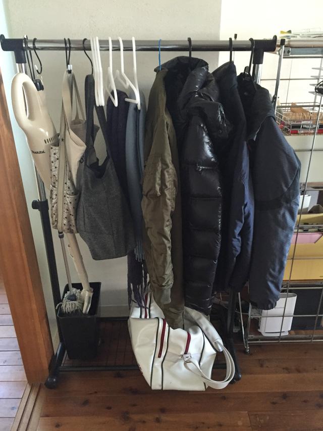 カバンや上着がリビングに散らかる?! 効果的な「一時置き場」を作るための3つのポイント