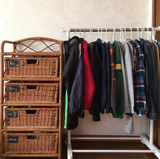 """スチールラックを子ども用クローゼットにDIY! 毎朝の身支度や荷物の準備が""""自分でできる""""環境づくり"""