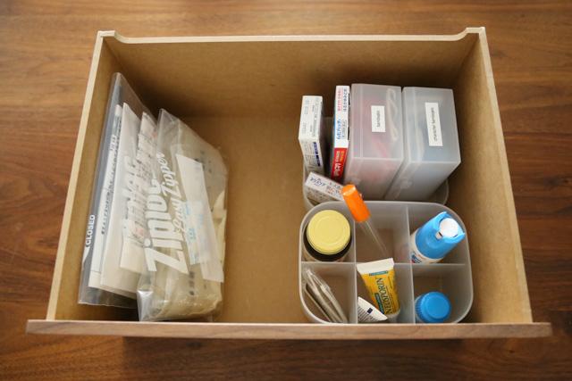 備え付け収納がないリビングの「薬の収納」は、赤ちゃんのハイハイ期前・後でこう変わった!