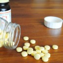 """小さな子どもがいる家庭の""""薬箱""""収納。子どもの誤飲を防ぎながら飲みやすい場所とは?"""
