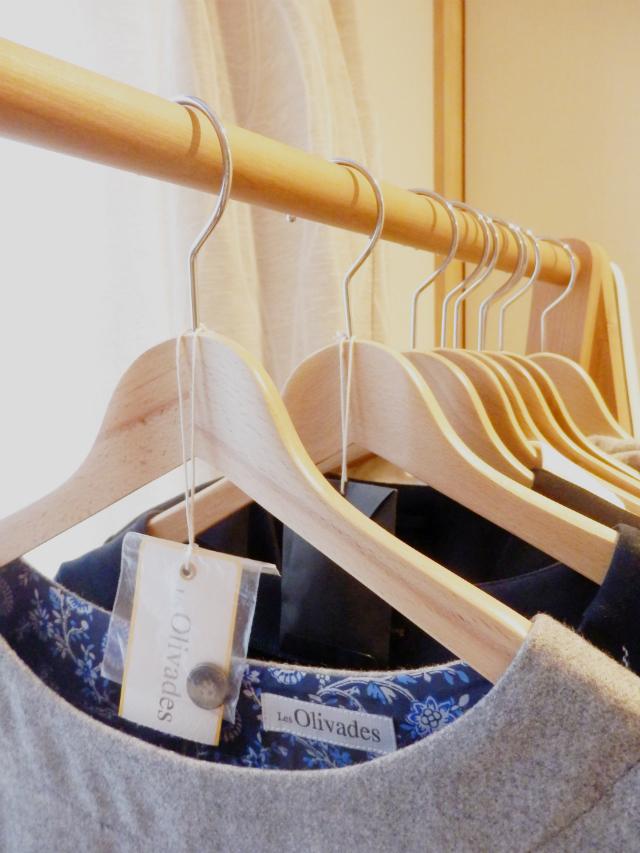 特別な収納グッズは必要なし! 洋服の予備ボタンや共布はここに保管しています