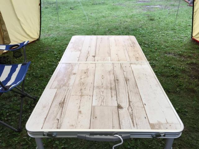 【100均DIY】セリアのリメイクシートを使って、キャンプ中にリメイク。2台のテーブルのビフォーアフター