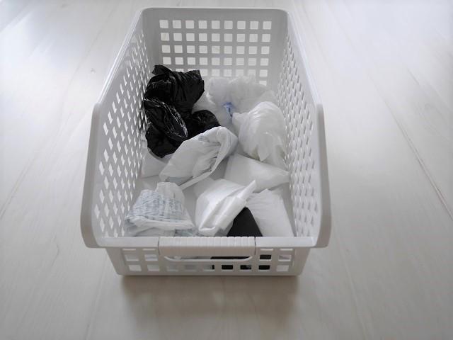 すき間スペースにシンデレラフィットするレジ袋収納は、2つの方法で管理をラクに!