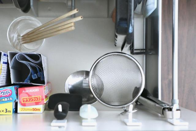 100均フック+使い勝手の見直しで、ストレスなし!のキッチンツール収納
