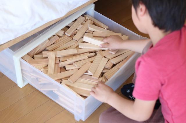 「専用」を手放すことで、片づけがグッと楽に!パーツがたくさんあるおもちゃのしまい方