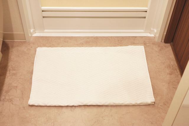 バスタオルをバスマットにするとラク!! おすすめの選び方3つのポイント