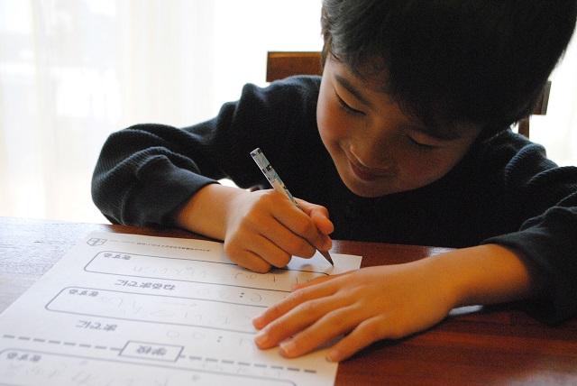 """ゲームみたいに鉛筆を削る?! 子どもが思わずやっちゃう""""自分でできる仕組み""""づくりのコツ"""
