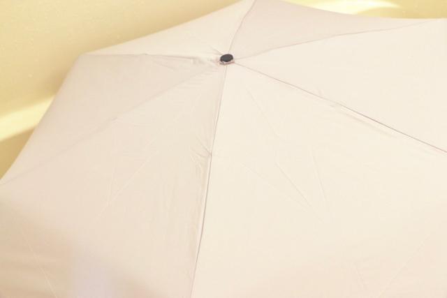 梅雨のストレスが傘選びで消える?!超撥水の「フロータス」