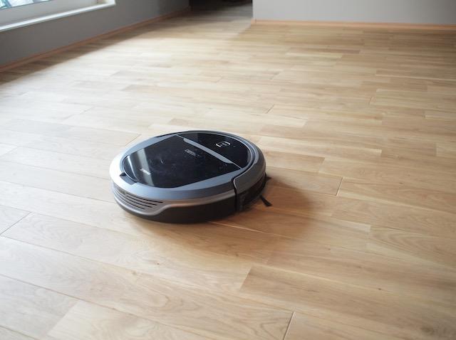 食べこぼしのお掃除がラクに!水拭きもできるロボット掃除機DEEBOTの使い勝手は?