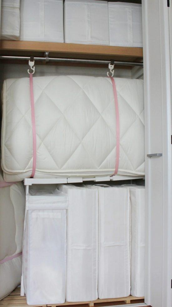クローゼットに布団収納 取り出しやすい&倒れにくい工夫でさらに便利に!