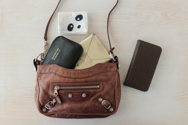 片づけのプロのバッグ整理|バッグを変えても困らないポーチ使いの工夫とは?