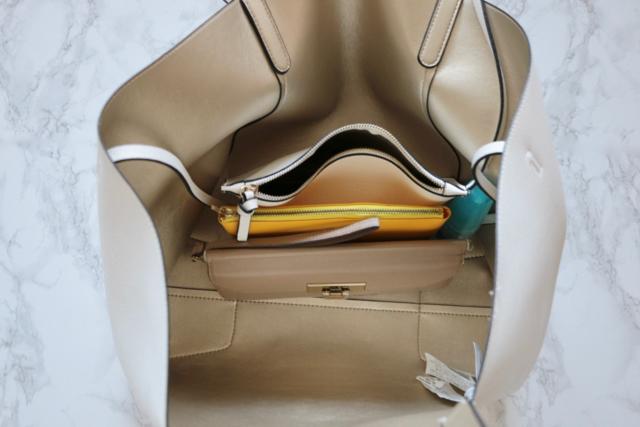 """夏の外出に便利なのは""""ビッグバッグ&少しの荷物の組み合わせ"""""""