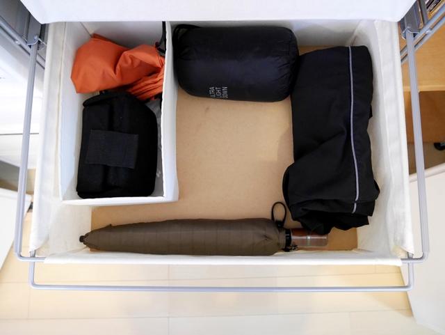 リビングに置きっぱなしになる衣類の悩みは、家族一人ずつの収納スペースで解決!