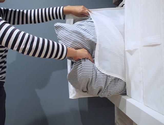 明け方の冷え込みにサッと対応! ワンアクションで出せる布団収納